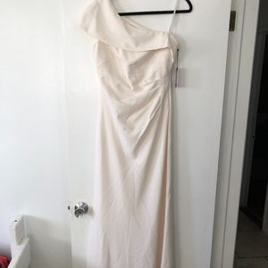 Vince camuto cream ruched one shoulder crepe gown